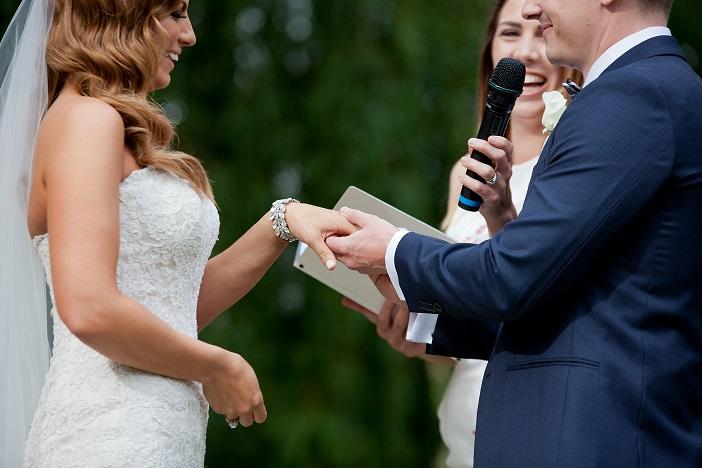 Adelaide Celebrant, wedding ceremony, writing wedding vows, experienced celebrant, marriage celebrant, fun ceremony, lighthearted vows, marriage ceremony