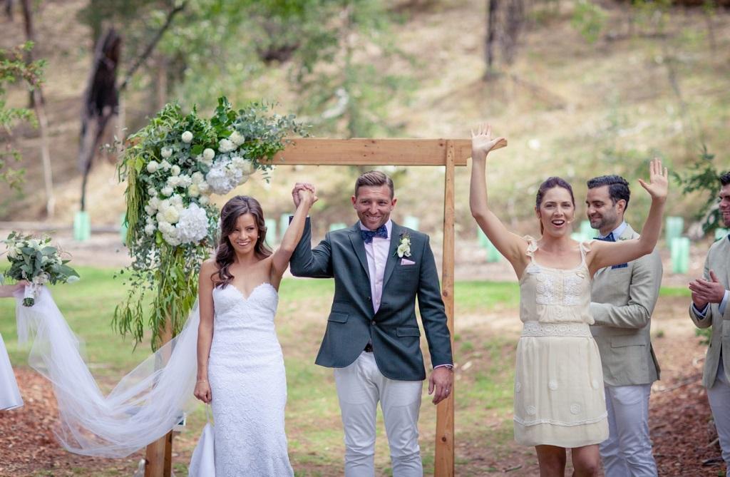 Vicky Flanegan , marriage celebrant, wedding celebrant, relaxed ceremony, modern celebrant, fun celebrant, wedding belair national park, South Australia wedding, kate potter photography,